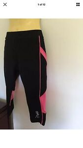 Block out Sports- Ladies -knee length -black pink- leggings - rrp $29 Tylden Macedon Ranges Preview