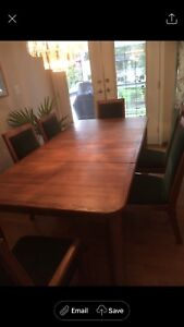 Dining Room Set  - Solid Oak Excellent Condition!