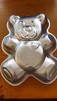 2D Bear cake pan by Wiltom