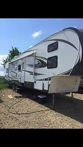 REDUCED !!!  2013  37' Forest River Wildcat w/ Front Bunks