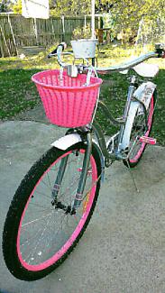 "Brand new in sealed box Vintage cruiser women's bike 26""  ,"
