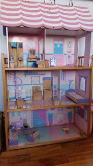 Massive Wooden Dolls House 4 Storey Ashgrove Brisbane North West Preview