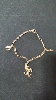 9ct gold charm bracelet North Albury Albury Area Preview