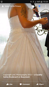 Wedding dress 16 urgent sale Fletcher Newcastle Area Preview
