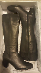 Size 38 ladies leather black knee high boots Perth Perth City Area Preview