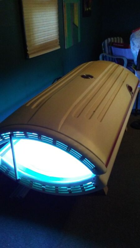 Sunquest 24RS Tanning Bed Good Condition, 220V - includes 4 new backup bulbs