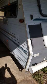 1995 Coromal Seka 475 2 Large Single beds Light to Tow