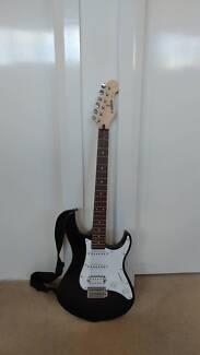 YAMAHA EG112C Electric Guitar with bag and 15W YAMAHA amplifier