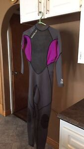 Wet suit ladies size 7