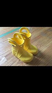 Crocs size 8 rain boots