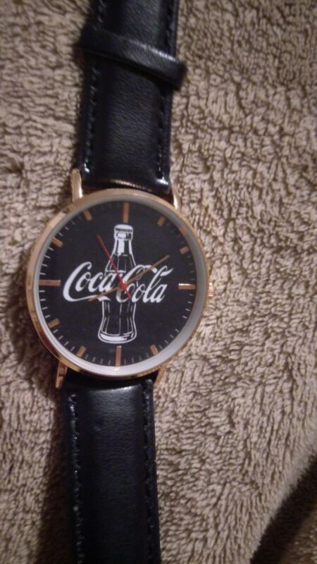 Coca cola watch, unique design. Brand new.Perfect for collecters too.
