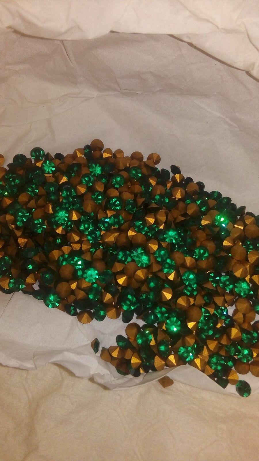 Swarovski vintage 24 chatons ss18 Emerald N°1