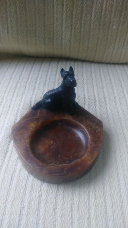 Antique alabastre ashtray. With a scottie dog.