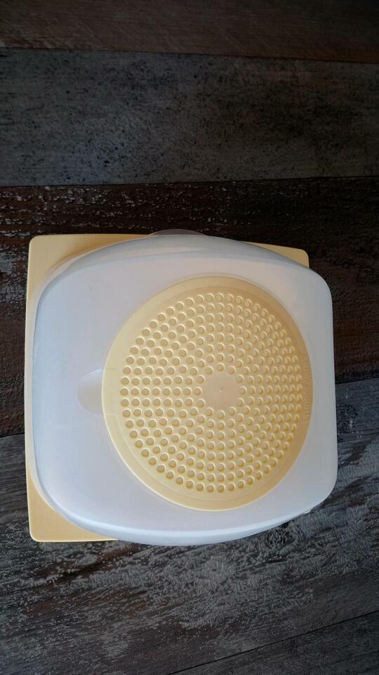 ORIGINAL Tupperware KäseMax in gelb,  mit Condens Control Sistem. in Schleswig-Holstein - Schleswig