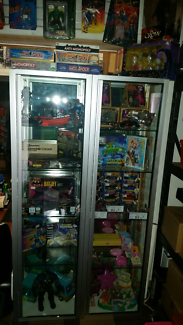 TOY & COLLECTABLE CLEAROUT