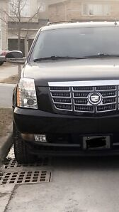 2011 CADILLAC ESCALADE (Low Kms) FULLY LOADED