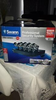 Swann 8 Channel 960H Digital Recorder with 8 cameras Canning Vale Canning Area Preview