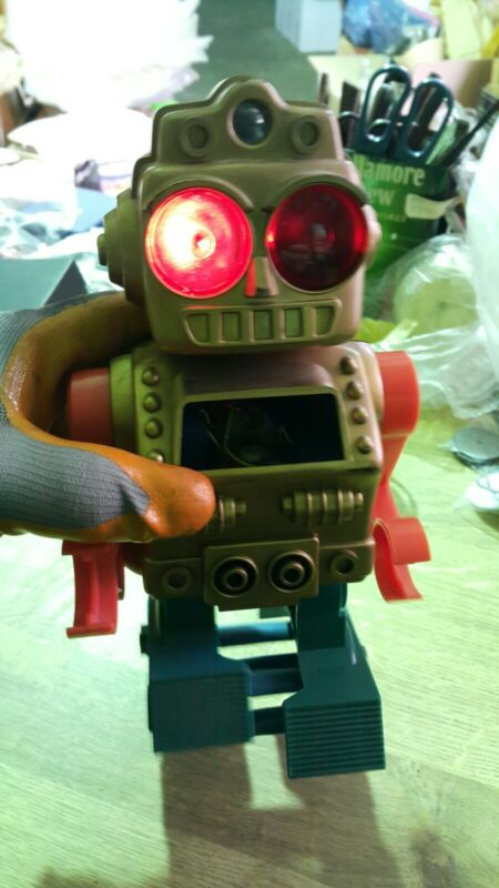 VINTAGE SPACE ROBOT TOY MADE IN JAPAN ADJUSTABLE LEVEL BATTERY OPERATED WORKS