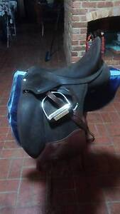 17inch brown Wintec Pro Dressage saddle Casey Area Preview