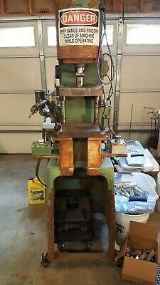 Reduced Price5.5 Ton Air-hydraulic Model C-300 Pneumatic Press