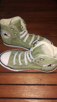 Converse Girls/Boys Size 13 Shoes