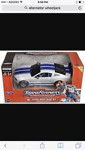 Hasbro Transformers Alternators - Ford Mustang GT (Wheeljack)