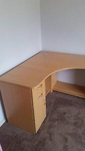 Corner desk South Windsor Hawkesbury Area Preview