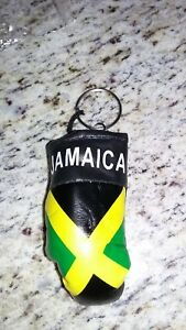 Jamaica bowing key chain and bracket