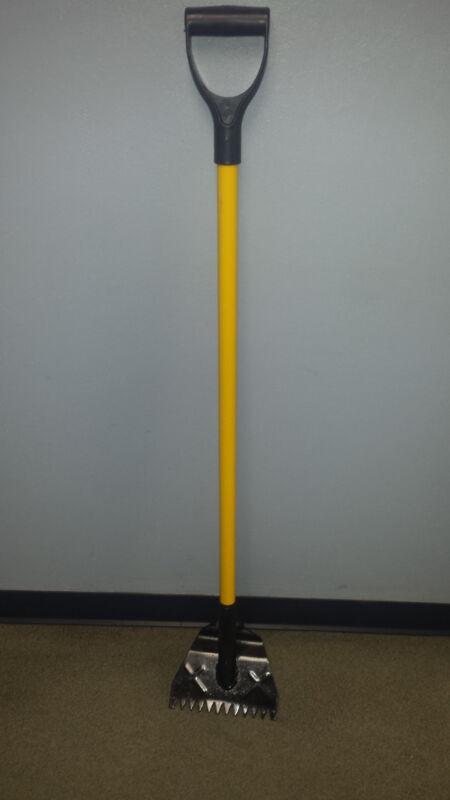13101 - Fiberglass Handle Shingle Shovel w/ V-Shaped Teeth