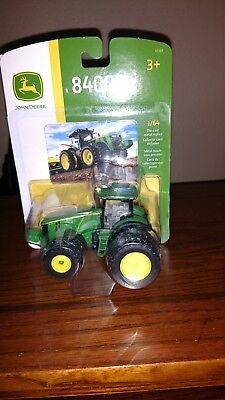 1/64 farm toys/ John Deere 8400R ()
