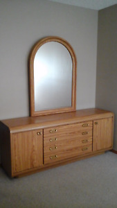 Bedroom Set  (5 pieces)       Like new!