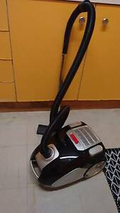 Homemaker 2000W black vacuum cleaner...Dual mode!! Westmead Parramatta Area Preview