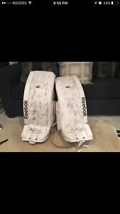 Goalie pads in good condition
