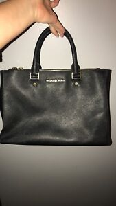 Authentic Michael Kors Purse / Side purse