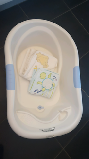 Roger Armstrong Large Baby Bath + 2 hooded baby towels