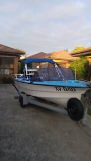 Pongrass Surfmaster 4.4 meter glass opencab runabout