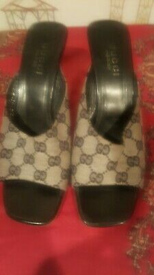 GUCCI AUTHENTIC VINTAGE MONOGRAM CANVAS WEDGE.  BLACK  AND GRAY COLOR. SIZE 8B.
