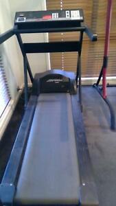 Treadmill - Life Fitness 9000