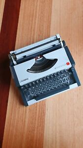 Olympia Traveller de Luxe S Typewriter- perfect working condition!