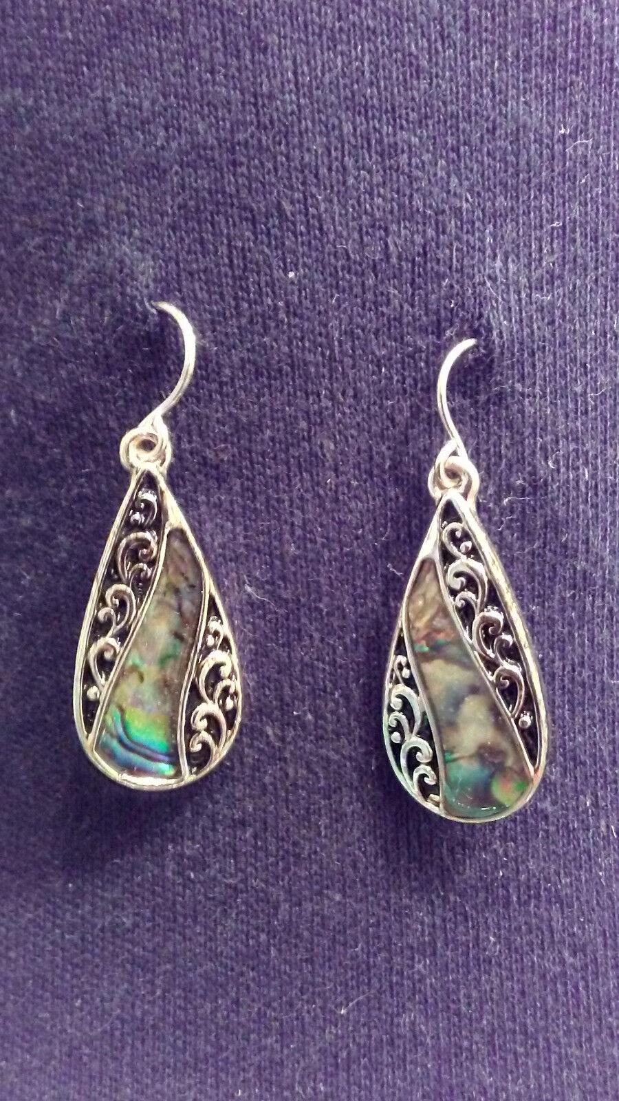 NEW Hallmark Mother Of Pearl Pendant Beaded Necklace Pierced Earrings Set MOM  - $20.99