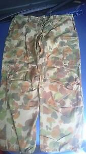 Men's army cam pants size 100r Highland Park Gold Coast City Preview