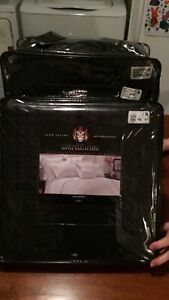 Duvet cover and bed skirt - total value of 280&, asking for 50$
