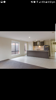 2 rooms for rent in werribee prime location