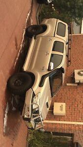 Toyota hilux SR5 turbo diesel MY13
