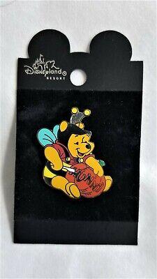 "Disney DLR Halloween Pooh Honey Bee Carving ""HUNNY"" into a Pumpkin LE 2500, NOC"