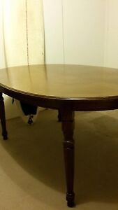 Beautiful extendable Antique Table for $250 Wollstonecraft North Sydney Area Preview