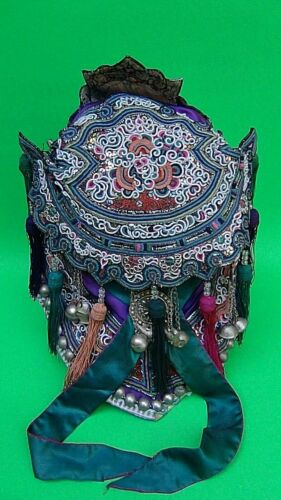 ANTIQUE 19c CHINESE SILK EMBROIDERED HAT W/SILVER FIGURAL DECORATION & TESSELS