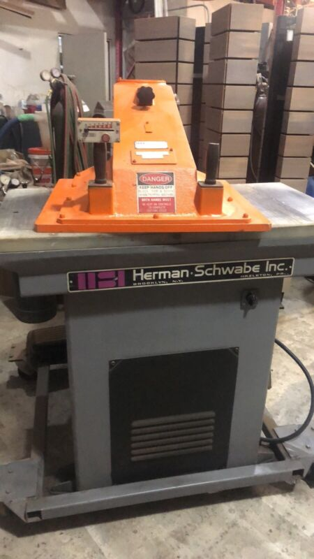 25 Ton Clicker Press - Great Working Condition - Ready to Work!