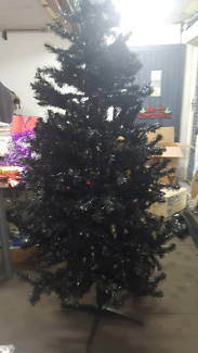 LARGE BLACK CHRISTMAS TREE