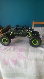 Rc dune buggy. good condition, only used afew times. needs aa battery